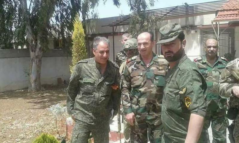 العميد سهيل الحسن مع ضباط من قوات الأسد في محي مدينة دمشق - (قوات النمر)