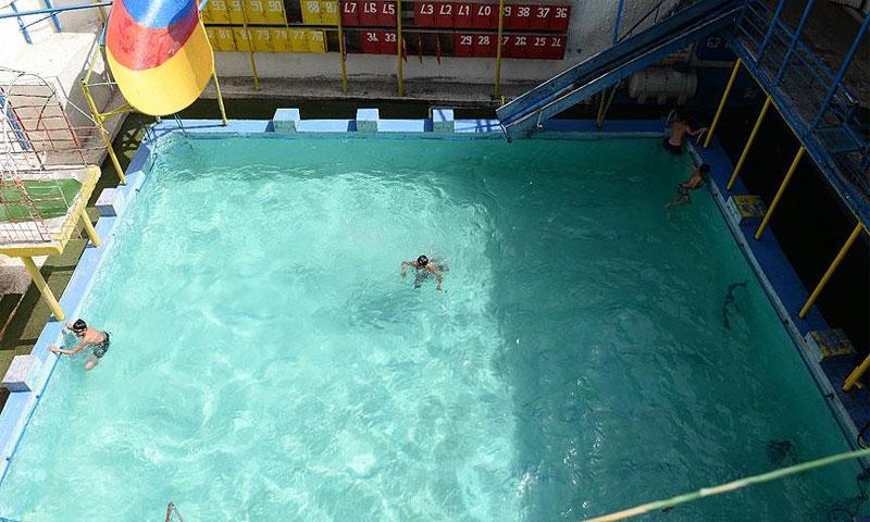 المسبح خلف صالة بلياردو الذي عثر عليه خلال العملية الأمنية في 5 أيار 2018(الأناضول)
