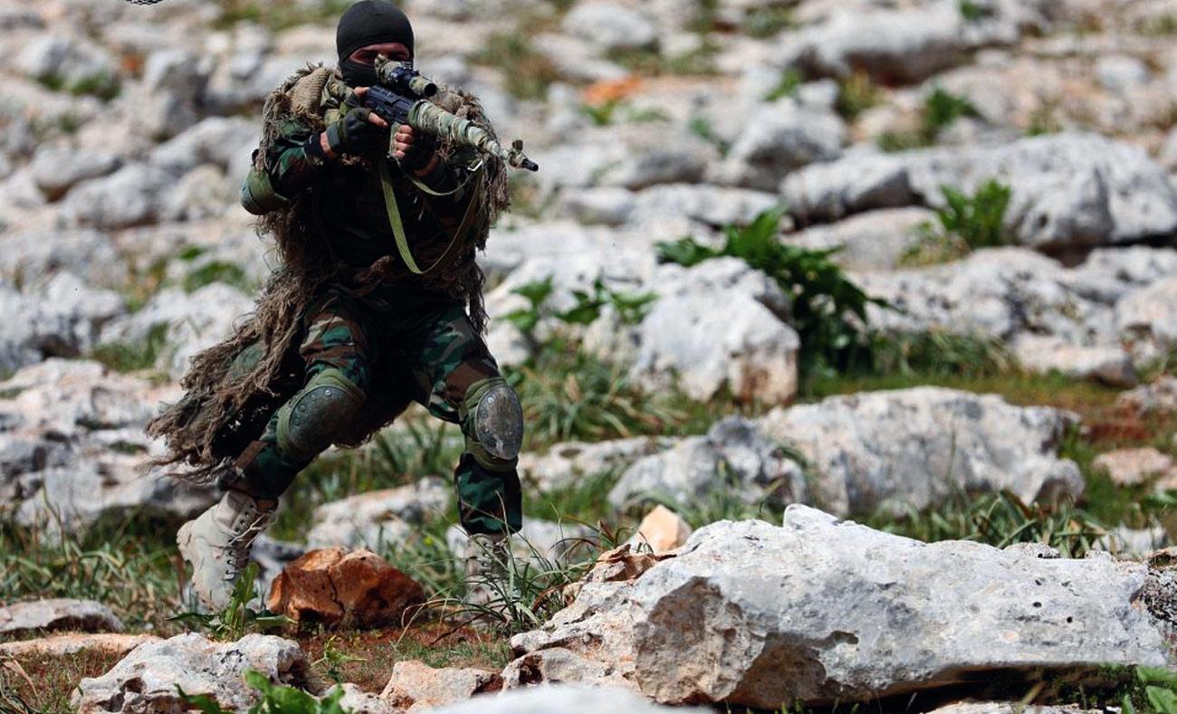 مقاتلون من جيش العزة التابع للجيش السوري الحر في دورة تدريبية شمالي غربي إدلب 10 -آذار 2018 (afp عمر حاج قدور)