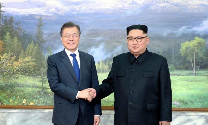 الرئيسان الكوريان (رويترز)