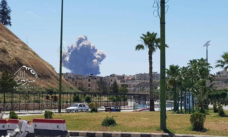 تصاعد الدخان من مطار حماة العسكري - 18 من أيار 2018 (ناشطون)