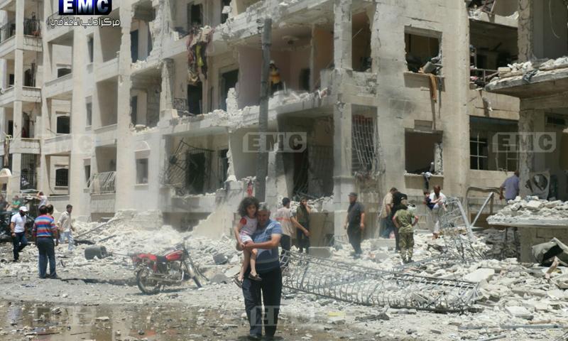 آثار انفجار السيارة المفخخة في شارع الثلاثين بمدينة إدلب - 26 من أيار 2018 (مركز إدلب الإعلامي)