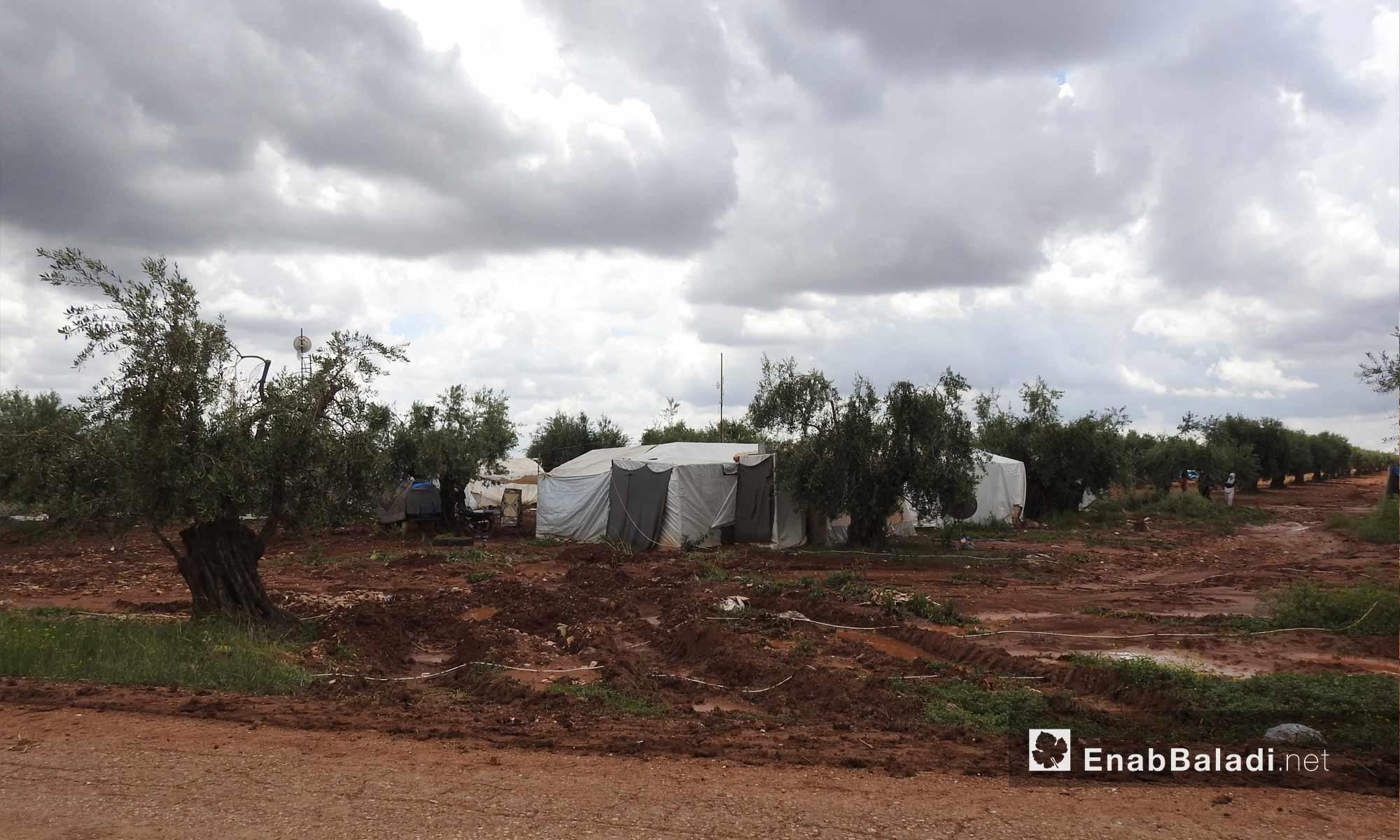 تشكل السيول في مخيمات النازحين بريف حلب الشمالي - 13 من أيار 2018 (عنب بلدي)