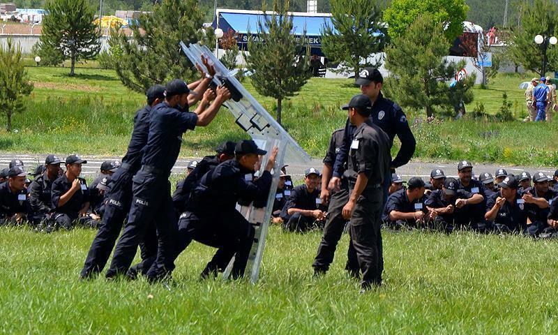 تدريبات الشرطة الوطنية في تركيا (الأناضول)