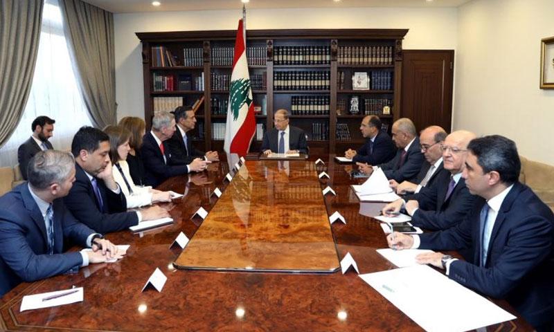 الرئيس اللبناني مع وفد امريكي في قصره 30 أيار2018 (الوكالة الوطنية للاعلام )