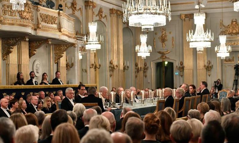 اجتماع الأكاديمية السويدية في ستوكهولم (رويترز)