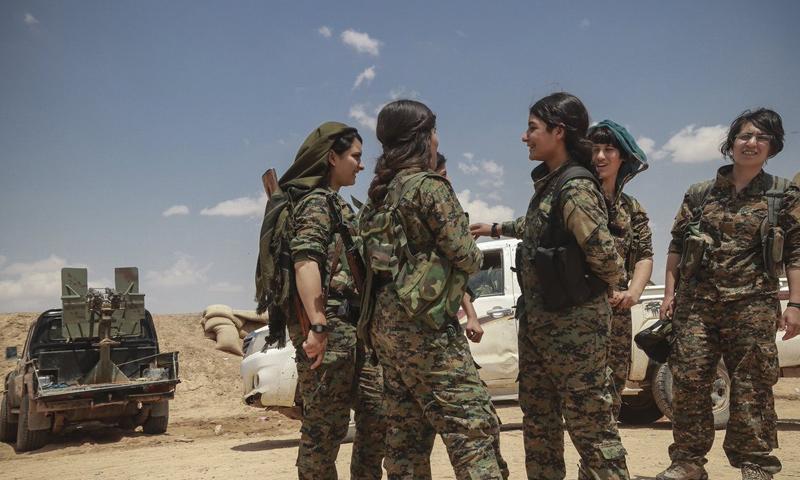 عناصر من قوات سوريا الديمقراطية على الحدود السورية العراقية - 12 من أيار 2018 (عاصفة الجزيرة)