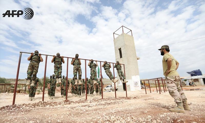 عنصر من فصيل جيش العزة في معسكر تدريبي في إدلب - آذار 2018 (afp عمر حاج قدور)