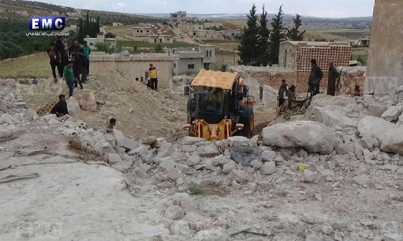 آثار القصف الجوي على الجوي على النقير بريف إدلب -11 من أيار 2018 (مركز إدلب الإعلامي)