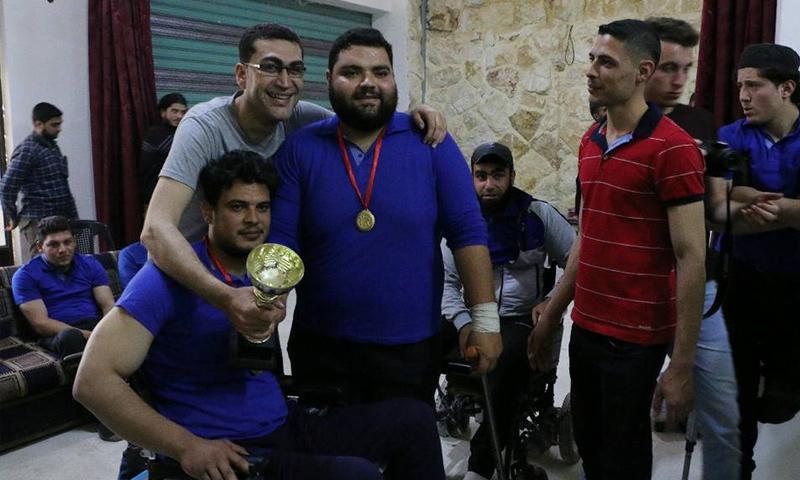 تتويج الفائزين في بطولة رفع الأثقال لذوي الاحتياجات الخاصة بريف حلب - 13 من أيار 2018 (الهيئة السورية للرياضة والشباب)