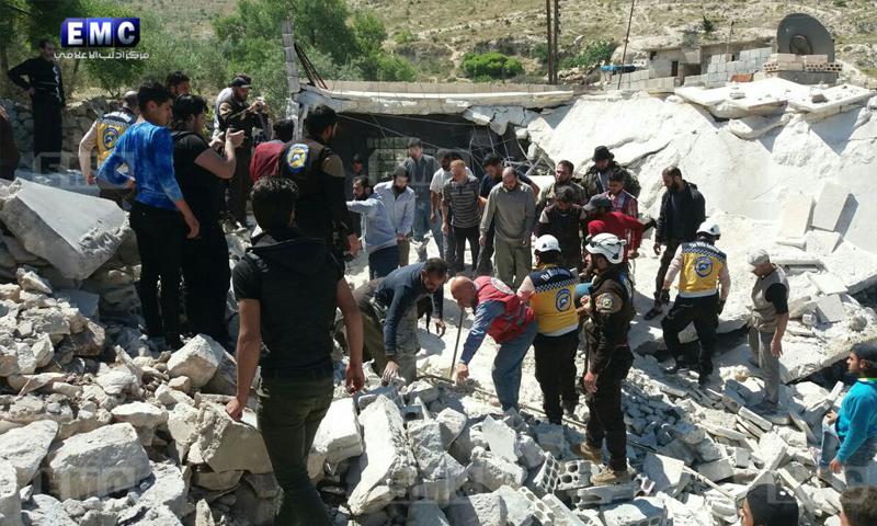 آثار القصف الجوي الذي استهدف مدينة أريحا جنوبي إدلب - 15 من أيار 2018 (مركز إدلب الإعلامي)