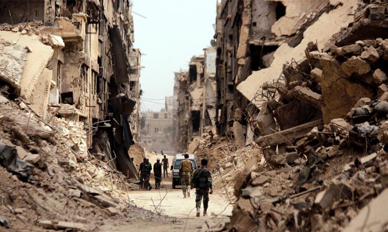 قوات الأسد داخل حي مخيم اليرموك- 22 أيار 2018 (رويترز)