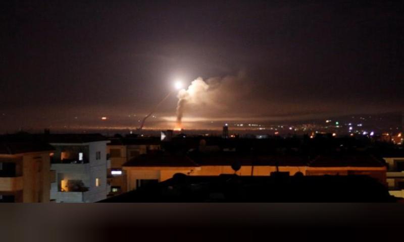 نيران الصواريخ الإسرائيلية التي استهدفت قواعد إيرانية في سوريا- 10 أيار 2018 (رويترز)