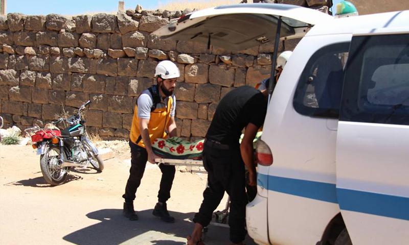 فرق الدفاع المدني تخلي ضحايا القصف الصاروخي على ريف درعا الشرقي - 19 من حزيران 2018 (الدفاع المدني)