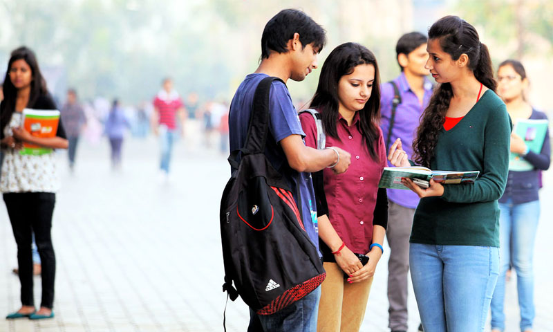 طلاب في جامعة هندية (wefornews.com)
