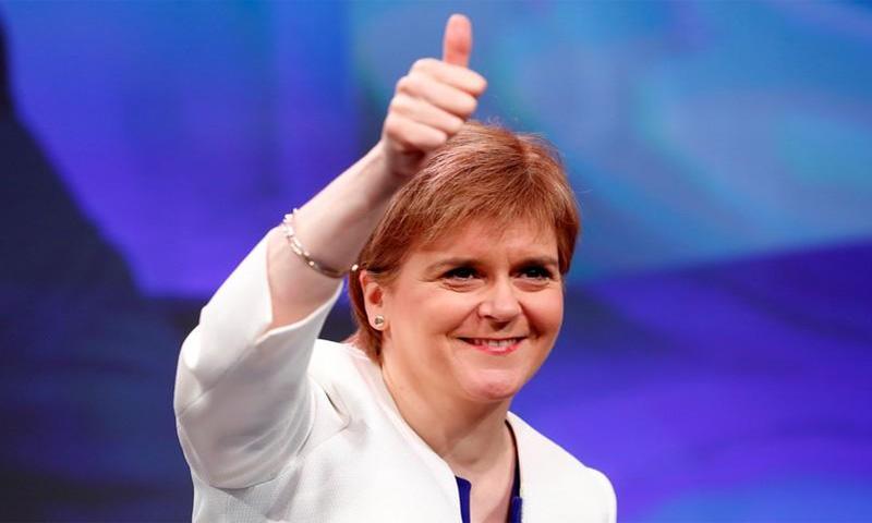 رئيسة وزراء اسكتلندا نيكولا ستيرجن خلال مؤتمر لحزبها في أبردين يوم الجمعة 8 حزيران 2018 (رويترز)