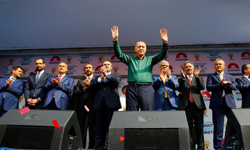 الرئيس أردوغان في جولة له في مدينة كهرمات مرعش - 21 من حزيران 2018 (تويتر)