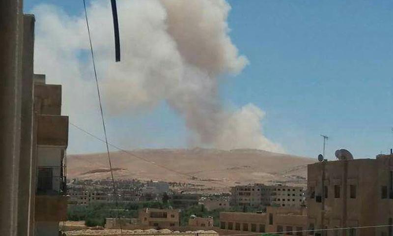دخان متصاعد من مستودعات الذخيرة لقوات الاسد في القطيفة - 11 من حزيران 2018 (دمشق الان)