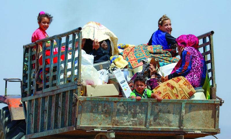 نازحون من ريف درعا (رويترز)