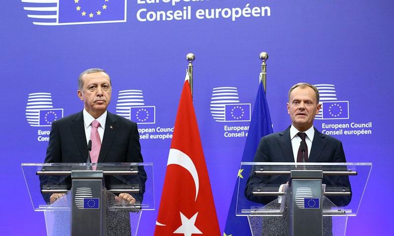 رئيس المجلس الأوروبي، دونالد توسك والرئيس التركي رجب طيب أردوغان (مواقع تركية)