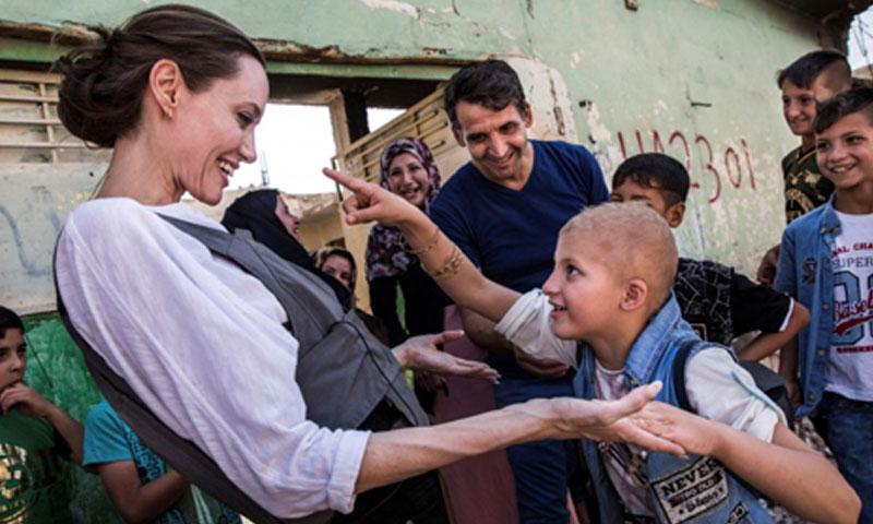 زيارة المبعوثة الأممية أنجلينا جولي لمخيم دومينز في العراق 17 حزيران 2018 (رويترز)
