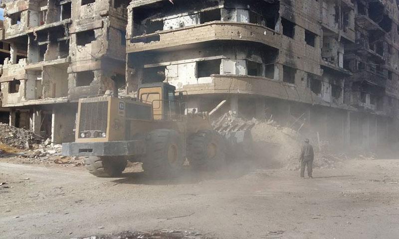 إزالة الأنقاض في مدينة داريا بريف دمشق 25 /12/2017 (المكتب التنفيذي لبلدية داريا)