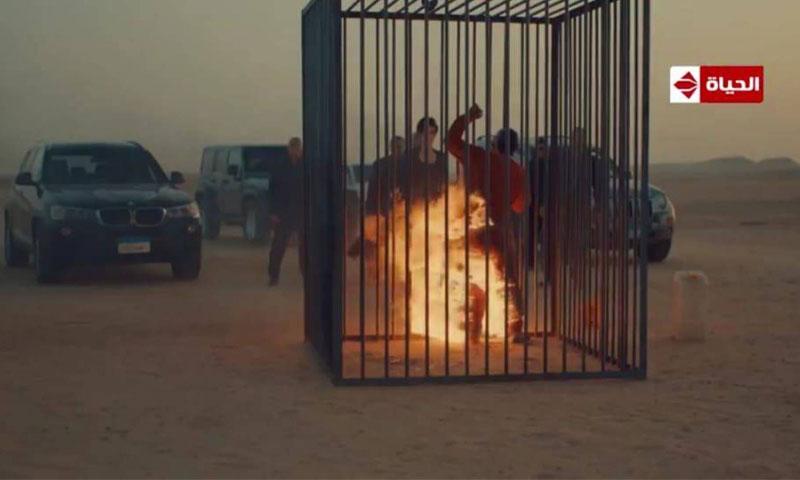 """مشهد إحراق القاتل في مسلسل """"ضد مجهول"""" (يوتيوب)"""