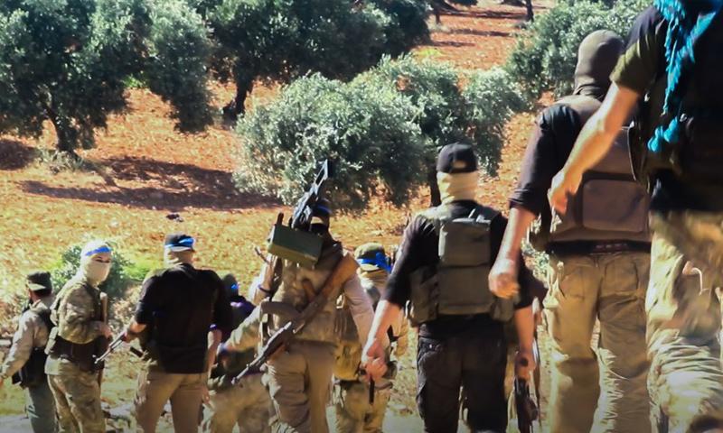 عناصر من هيئة تحرير الشام في محيط مدينة سرمين - 29 من حزيران 2018 (وكالة إباء)
