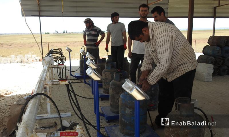 """معمل """"الغز"""" لتعبئة الغاز في ريف حلب الشمالي (عنب بلدي)"""