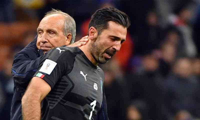 حارس المنتخب الإيطالي جان لويجي بوفون بعد فشل منتخبه بالتأهل إلى المونديال (FIFA)
