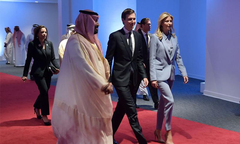 محمد بن سلمان برفقة جاريد كوشنير وزوجته إيفانكا ترامب- 21 أيار 2017 (AFP)