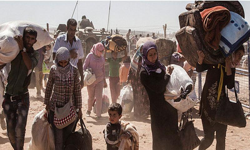 لاجئون سوريون أكراد متجهون إلى تركيا عبر الحدود (المفوضية العليا للاجئين)