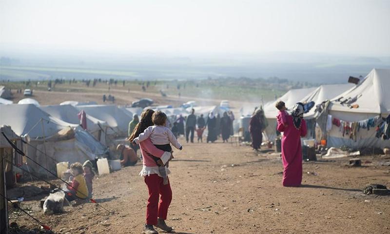 لاجئون سوريون في أحد المخيمات في تركيا (NTV)