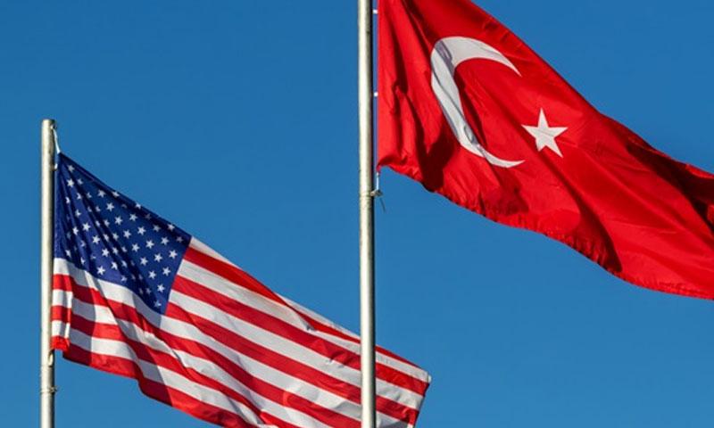 العلم التركي والعلم الأمريكي