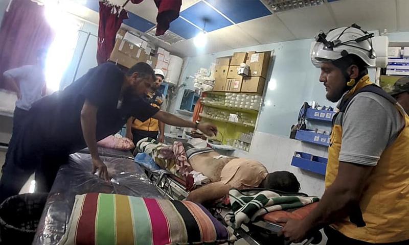 فرق الدفاع المدني تسعف جرحى القصف الجوي على مدينة درعا - 25 من حزيران 2018 (الدفاع المدني)
