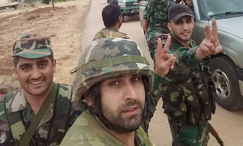 عناصر من قوات الأسد في محيط بلدة بصر الحرير بريف درعا الشرقي - 26 من حزيران 2018 (فيس بوك)