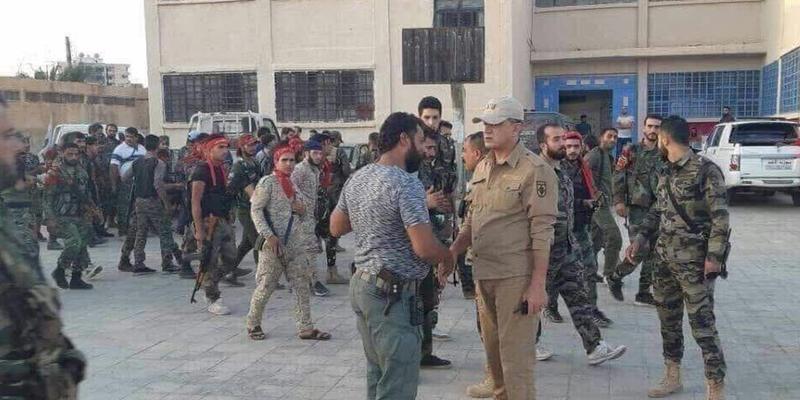 ضابط روسي رفقة قائد لواء أبو الفضل العباس-داعل (FSA News)