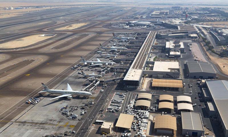 مطار أبو ظبي في العاصمة الإماراتية (صفحة المطار في فيس بوك)