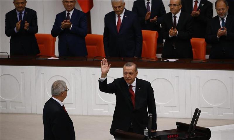 الرئيس التركي رجب طيب أردوغان يؤدي اليمين الدستورية لولاية رئاسية ثانية- 9 تموز 2018 (الأناضول)