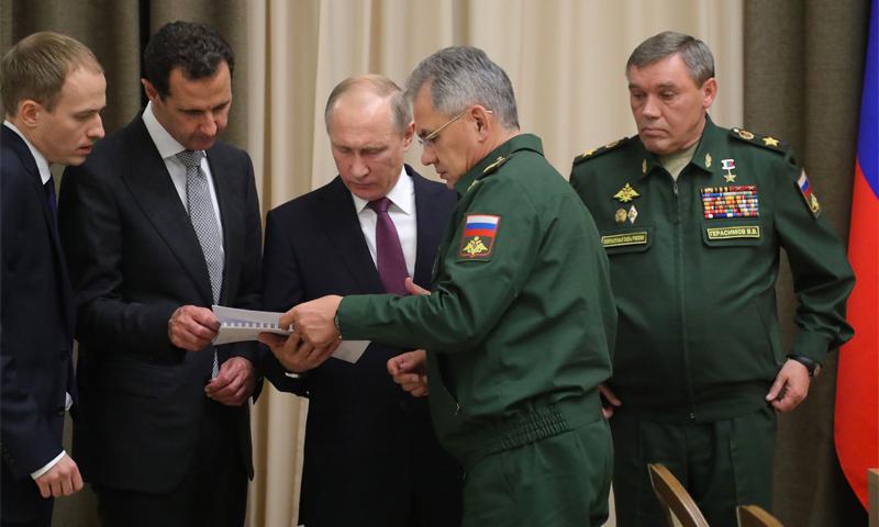 الرئيس الروسي فلاديمير بوتين ورئيس النظام السوري بشار الأسد خلال اجتماع في سوتشي (سبوتنيك)