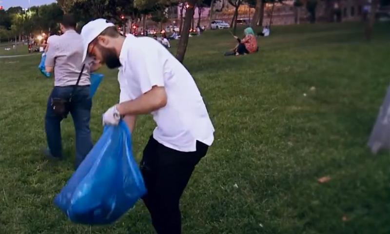حملة تنظيف شواطئ اسطنبول (منبر الجمعيات السورية في اسطنبول فيس بوك)