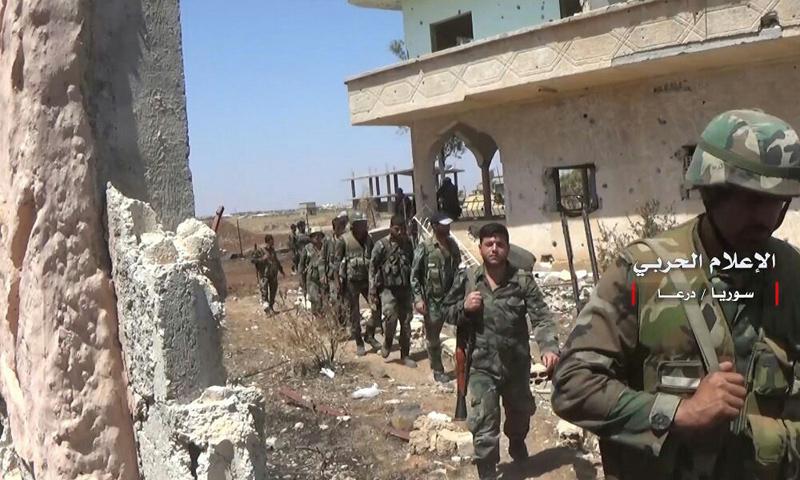عناصر من قوات الأسد خلال المعارك الدائرة في حوض اليرموك - تموز 2018 (الإعلام الحربي)