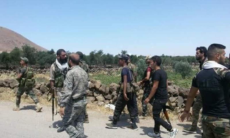 عناصر من قوات الأسد في محيط تل الحارة بريف درعا - 16 من تموز 2018 (فيس بوك)