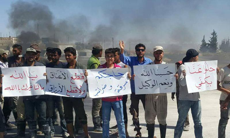 احتجاجات عمال مناشر الحجر في إدلب 8 تموز 2018 (راديو الكل)