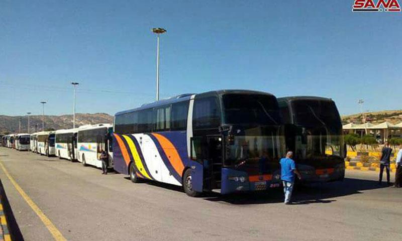 حافلات سورية لنقل اللاجئين من لبنان عبر معبر المصتنع 28 تموز 2018 (سانا)