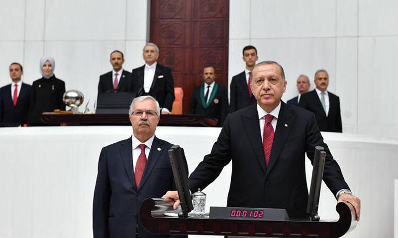 الرئيس رجب طيب أردوغان يؤدي القسم الرئاسي أمام البرلمان (الجزيرة مباشر)