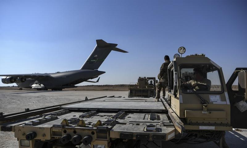 """طائرة عسكرية أمريكية """"سي 17""""على المدرج الجديد للقاعدة العسكرية الجديدة-الحسكة (DIVDS)"""