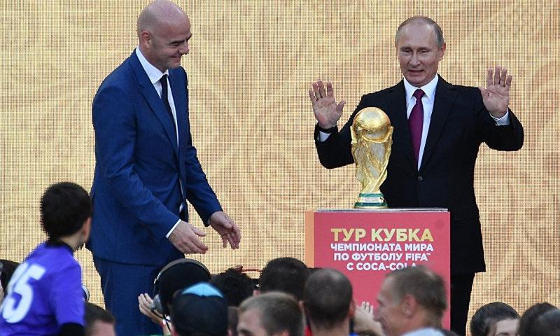 بوتين وإنفانتينو في افتتاح مونديال روسيا (سبوتنيك)