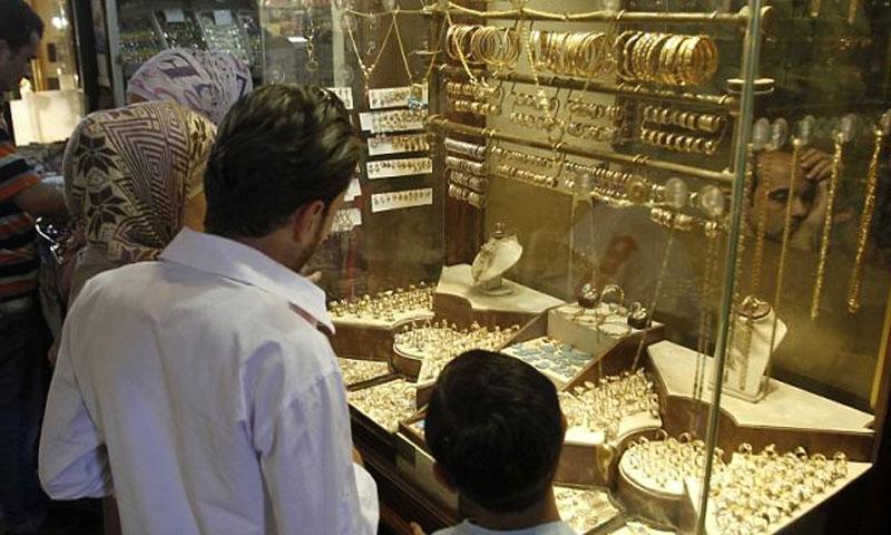 محل ذهب في سوق الصاغة بدمشق القديمة (رويترز)
