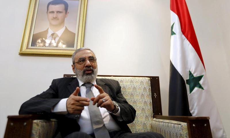 """وزير الإعلام السابق عمران الزعبي يتحدث خلال مقابلة مع وكالة """"رويترز"""" في مكتبه في دمشق - 10 شباط 2016 (رويترز)"""